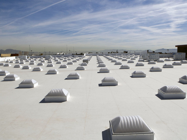 Green and cool roofs provide relief for hot cities, but should be sited carefully